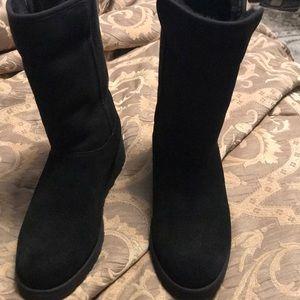 Ugg black 6 inch bootie